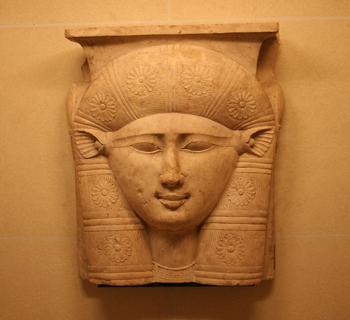 Hathor szobortöredék